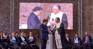 Leoluca Orlando e Fabrizio Micari - La consegna dei Frammenti editi da Palermo University Press all'inaugurazione Anno Accademico Università degli Studi di Palermo
