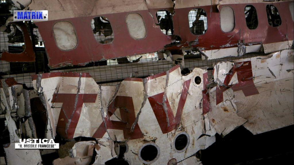 """Il furgone e, appeso all'albero, il """"maresciallo"""" di Ustica. 13 morti sospette - Parte prima"""