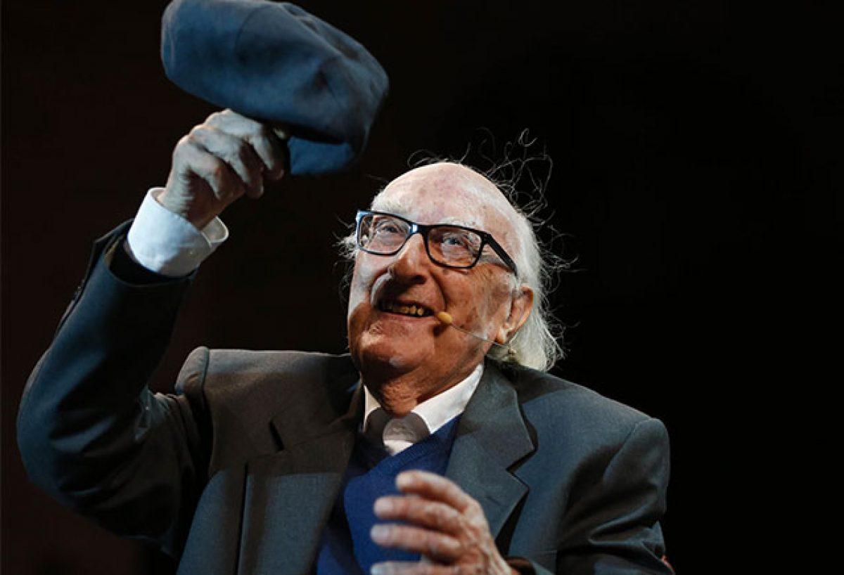 Andrea Camilleri: il grande scrittore siciliano, autore della fortunata serie di romanzi sul Commissario Montalbano, è morto oggi a 93 anni