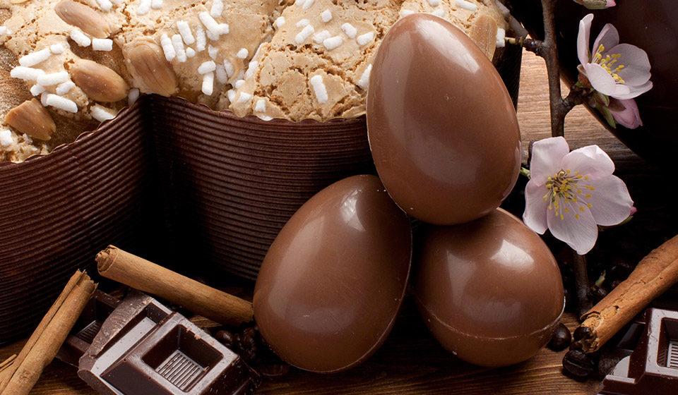 uova di cioccolata e colomba Pasqua